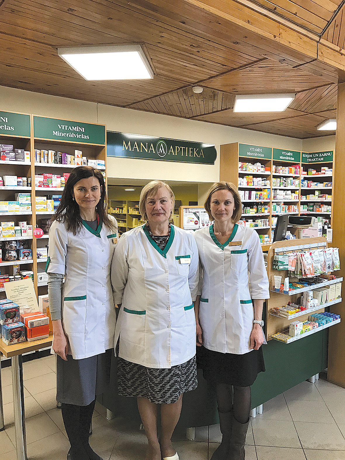 Trīs farmaceites:  Zelma Sirmā ar meitām  Agnesi Riteni un Ingu Puķi