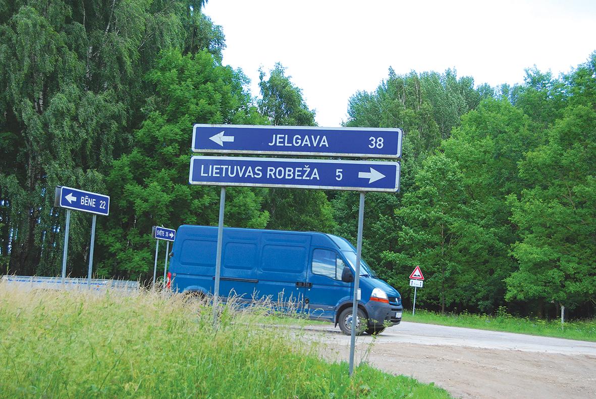 Augstkalnes aptiekai tuvākā  ir Žagares aptieka Lietuvā, tikai piecu  kilometru attālumā. Iveta Ludviga  izsniedz zāles arī pret Lietuvas  ārstu receptēm