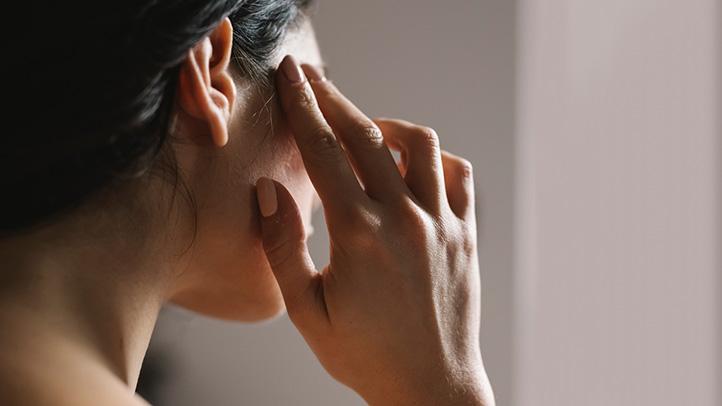 Saistība starp migrēnu un pašnāvniecisku uzvedību