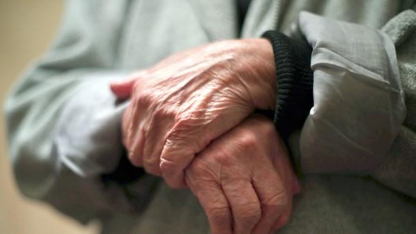 Vientuļiem sirds slimību pacientiem paaugstināts mirstības risks pirmā gada laikā pēc izrakstīšanas no stacionāra