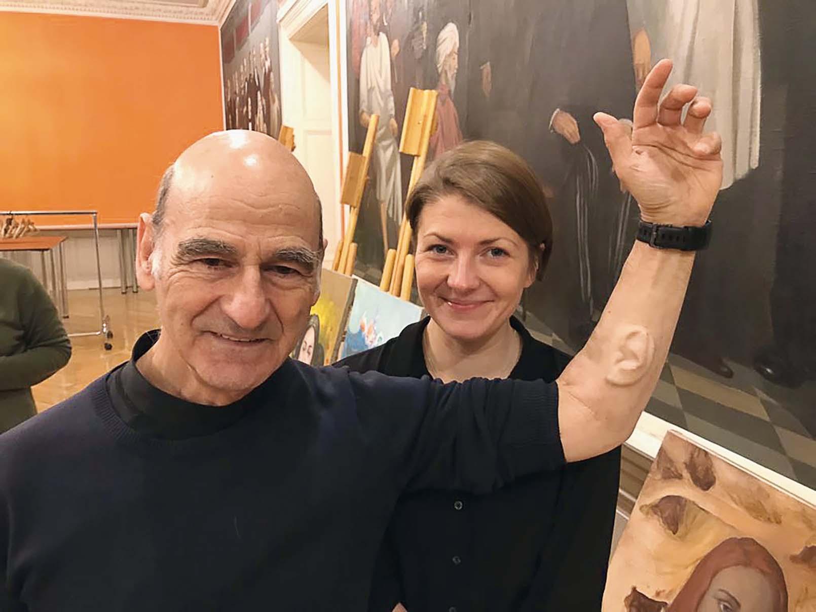 Strādājot muzejā, ir iespēja satikt visinteresantākos cilvēkus! Ieva 2017. gadā ar austrāliešu mākslinieku Stelarc, kurš īpaši atpazīstams ar trešo ausi, kas implantēta uz viņa apakšdelma.  Viņa darbi fokusējas uz cilvēka ķermeņa iespēju paplašināšanu, izmantojot modernās tehnoloģijas