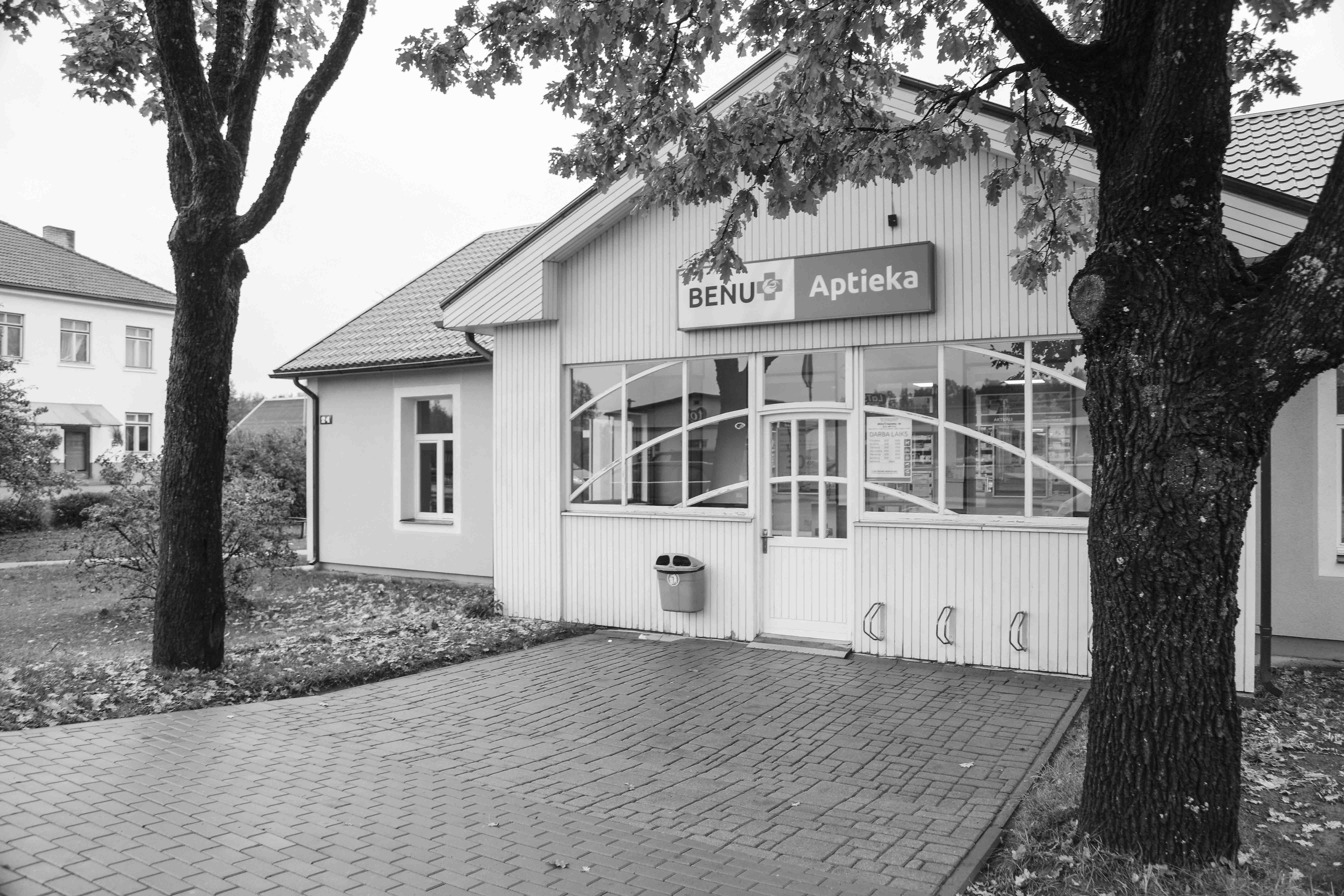Ērgļu aptieka joprojām atrodas ēkā, kas savulaik celta tieši aptiekas vajadzībām