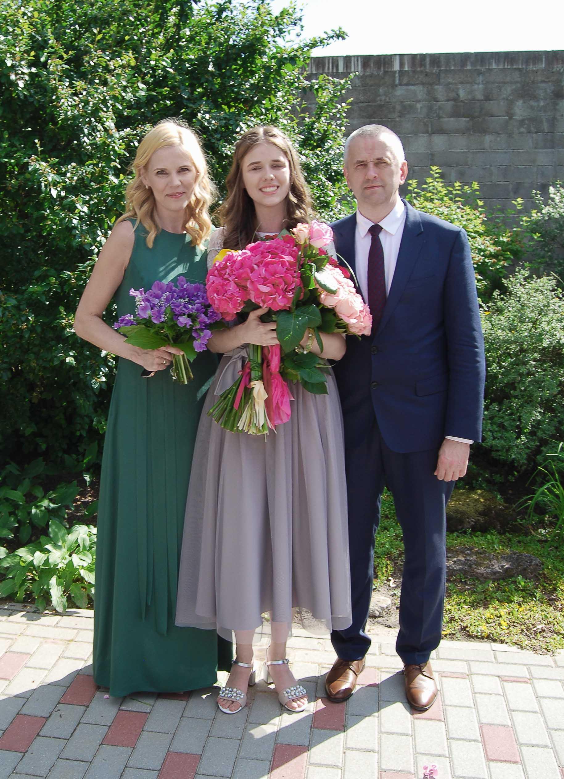 Kopā ar sievu un meitu izlaidumā