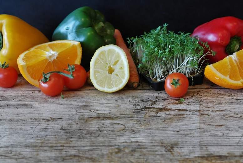 Vairāk augļu un dārzeņu uzturā saistīts ar zemāku stresa līmeni