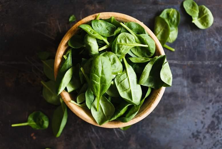 Viena sauja zaļo lapu salātu dienā mazina sirds slimību risku
