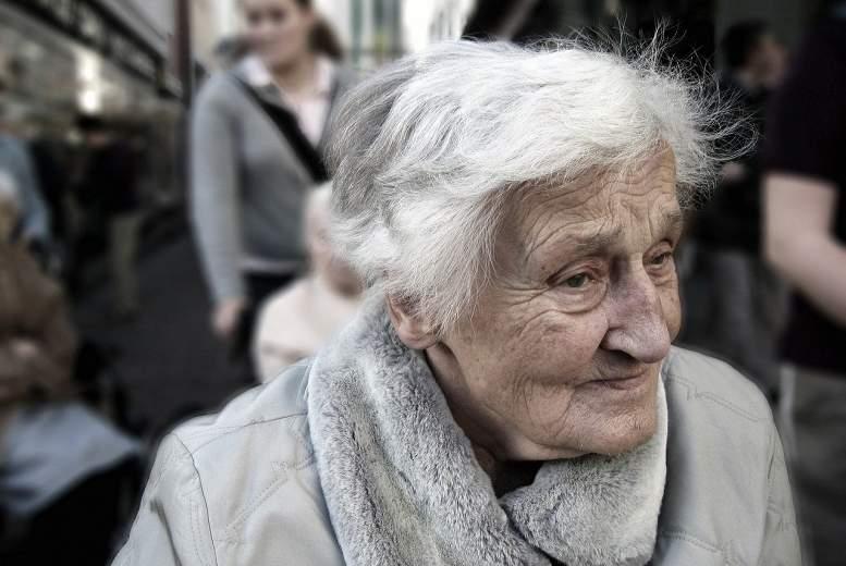 Tinnitus ietekme uz psihisko veselību pacientiem pusmūžā un senioriem