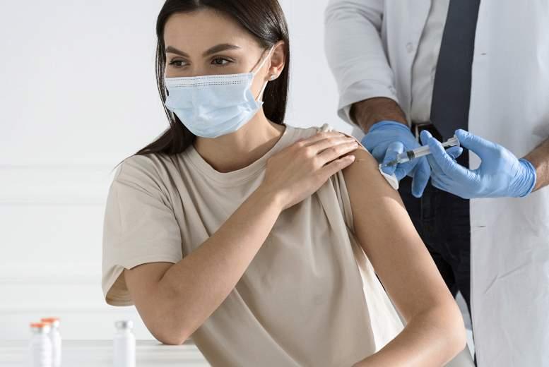 Latvijā pret Covid-19 vakcinējušies 84% veselības aprūpes darbinieku