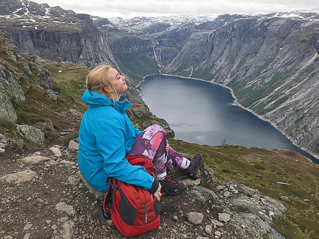 Ceļā uz Trolltunga virsotni, Norvēģija, 2019. gada jūnijs