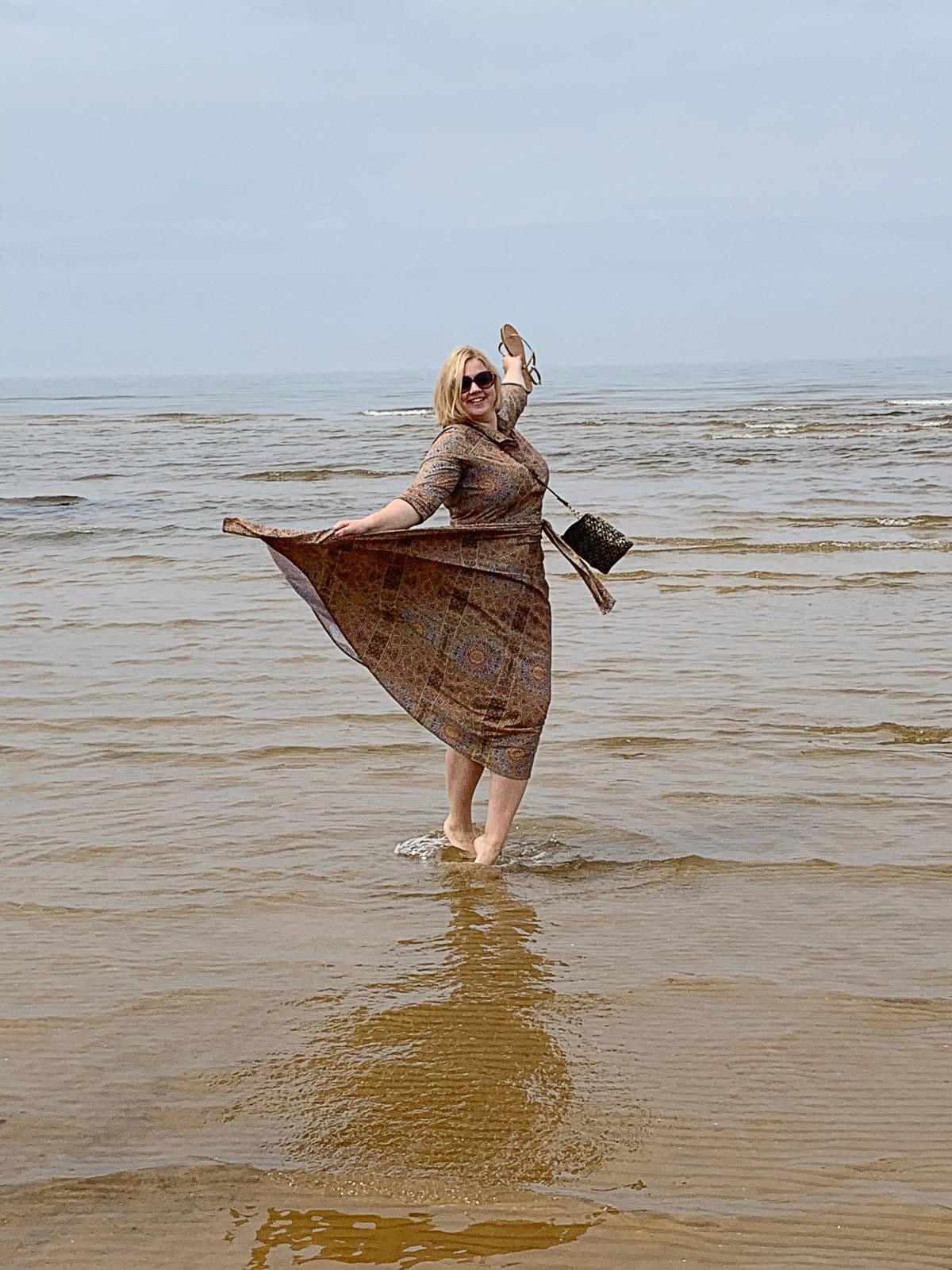 """""""Jūra ir mana svētvieta — vieta, kur sazemēties un kas aizskalo visu lieko"""""""