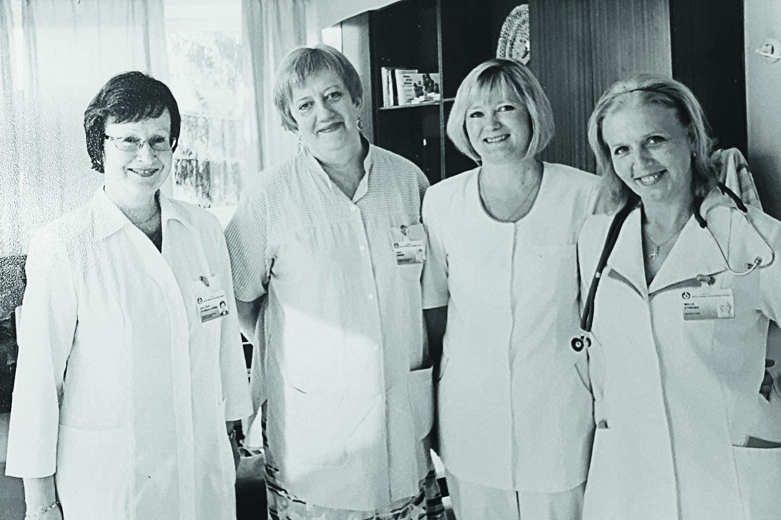 Anda Ķimene (otrā no kreisās) ar Bērnu klīniskās universitātes slimnīcas novietnes Gaiļezerā kolēģēm profesori Jevgēniju Livdāni (pirmā no kreisās), Dr. Lienīti Dāboliņu un Dr. Maiju Streiķi