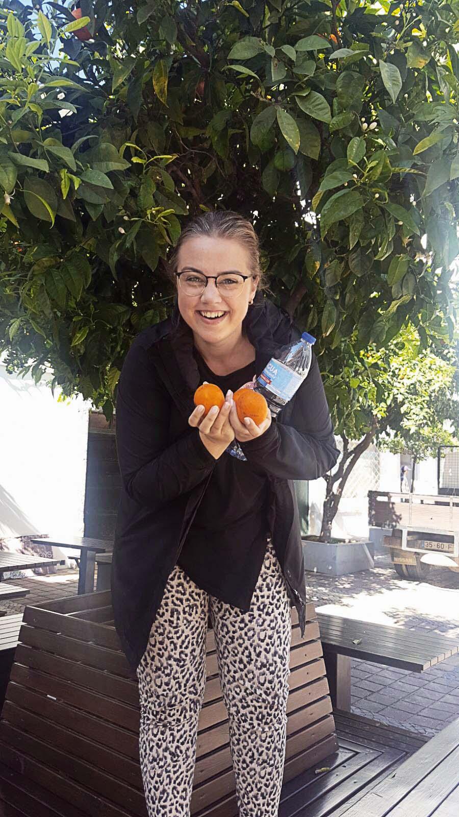 Prieks par apelsīniem un apelsīnu kokiem Portugālē 2018. gada martā