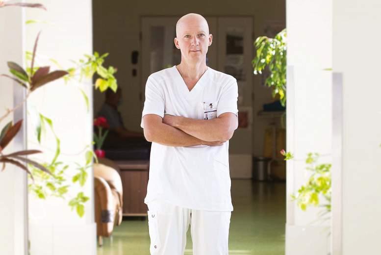 Asoc. prof. ARNOLDS JEZUPOVS, ķirurgs