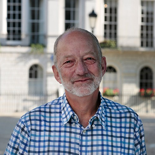 Prof. Pauls Robinsons, psihiatrs, Londonas Universitātes koledžas pasniedzējs