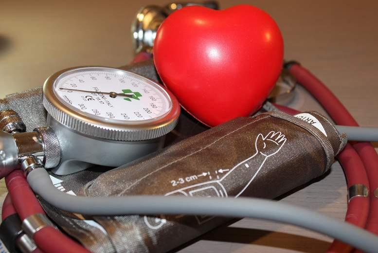 Veselīgi uztura paradumi un fiziskās aktivitātes palīdz samazināt asinsspiedienu rezistentas hipertensijas gadījumos