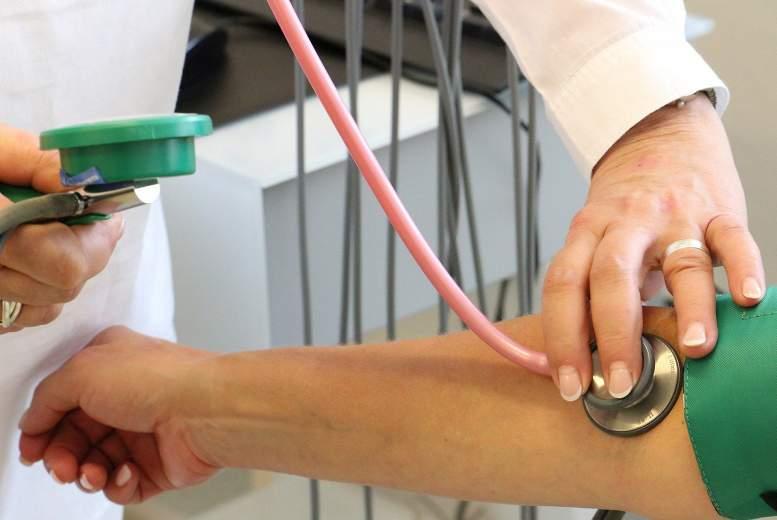 Aortas stenozes smaguma pakāpes ietekme uz pacientu mirstības rādītājiem